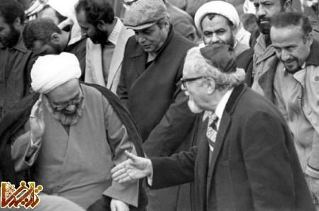 http://mandegar.tarikhema.org/images/2011/04/Hossein-Ali_Montazeri_Namaz_jome_dey_13584.jpg