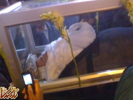 http://mandegar.tarikhema.org/images/2011/04/The_funeral_of_Grand_Ayatollah_Hosein-Ali_Montazeri-2009-34.jpg