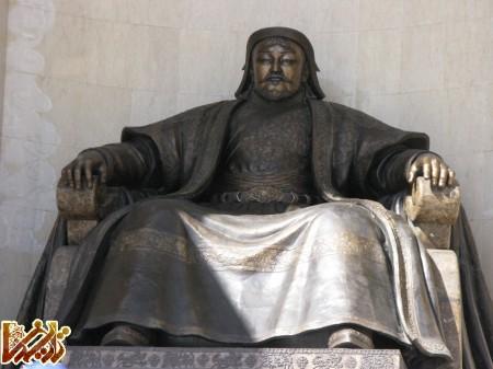 http://mandegar.tarikhema.org/images/2012/01/Genghis_Khan_statue_UB_MGL2.jpg