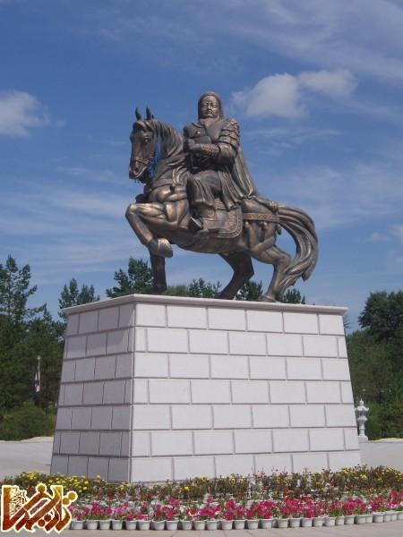 http://mandegar.tarikhema.org/images/2012/01/GhinggisKhanStatue1.jpg